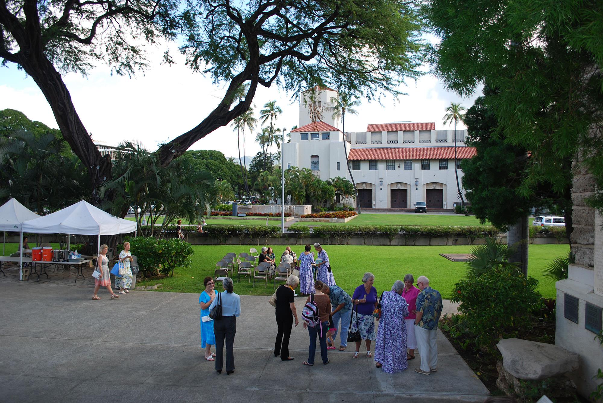 Fig. 13 Honolulu City Hall, Oʻahu, as seen from front steps of Kawaiahaʻo Church during Sunday coffee hour, February 2014. Photo: ©Sally Promey