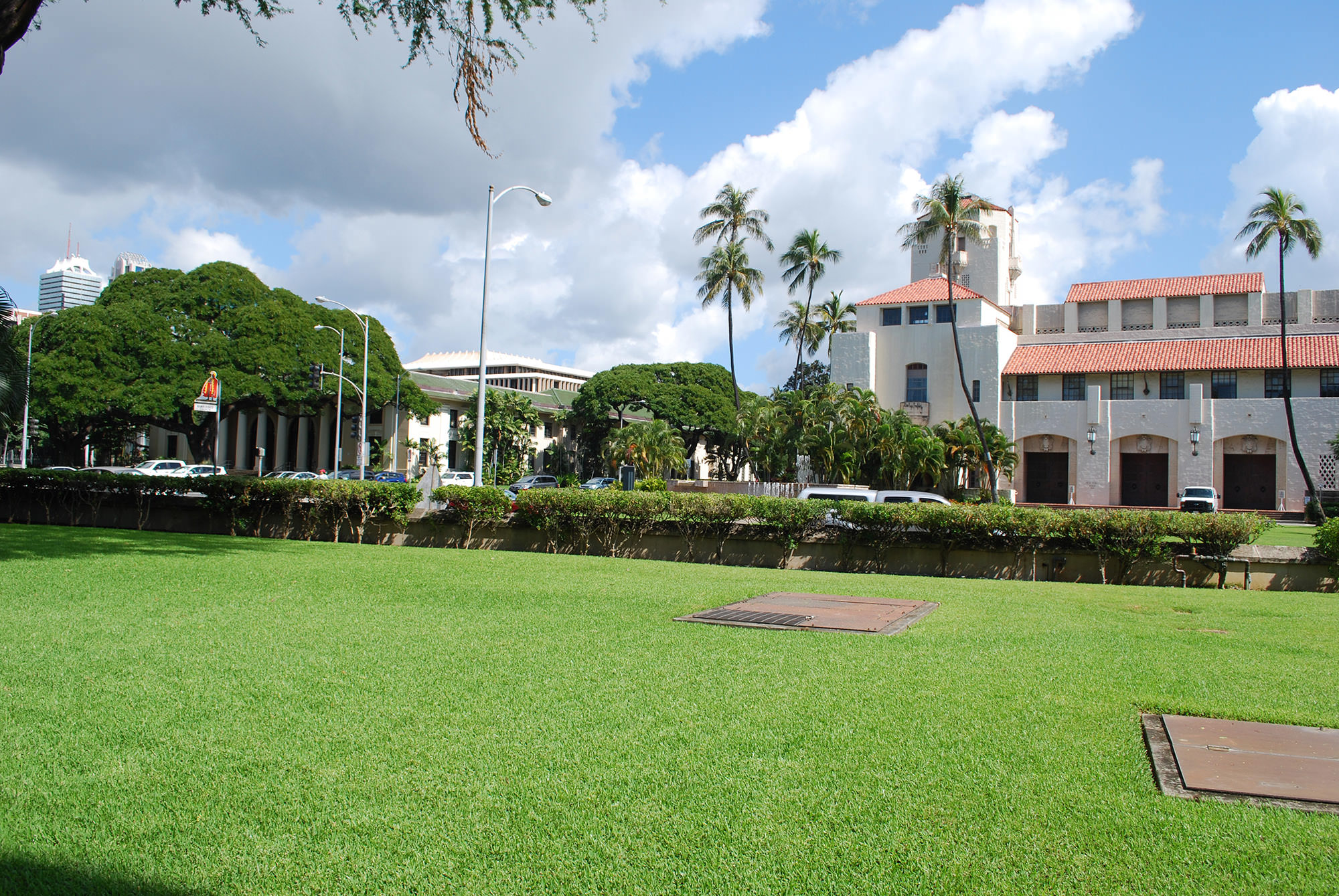 Fig. 16 Hawai'i State Capital, visible in middle distance from main steps of Kawaiahaʻo Church, with Hawai'i State Public Library seen in front of the State Capital, February 2014. Photo: ©Sally Promey