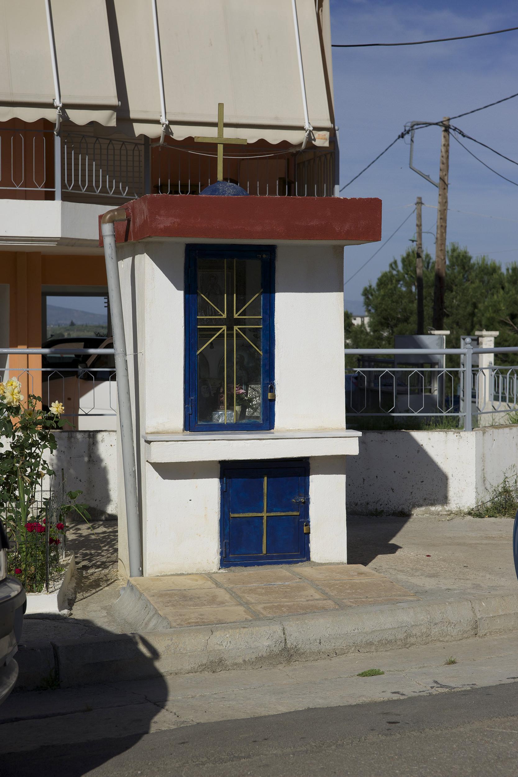 Fig. 4 Built eikonostasi on Asias street, Livadeia, prefecture of Boeotia