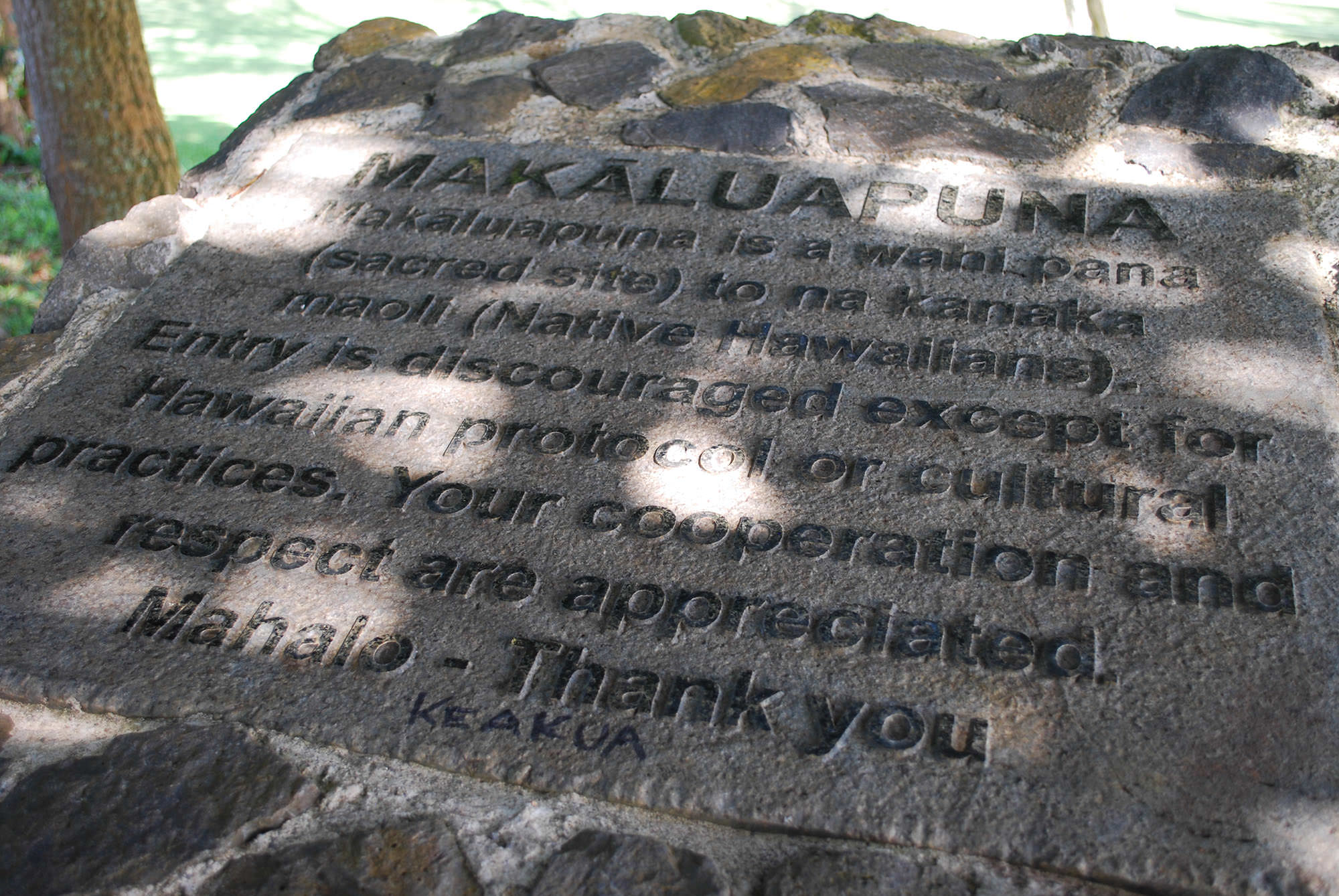 Fig. 3 Makāluapuna sacred site, Maui, stone marker with plaque, note addition of KEAKUA in permanent marker, July 2015. Photo: ©Sally Promey