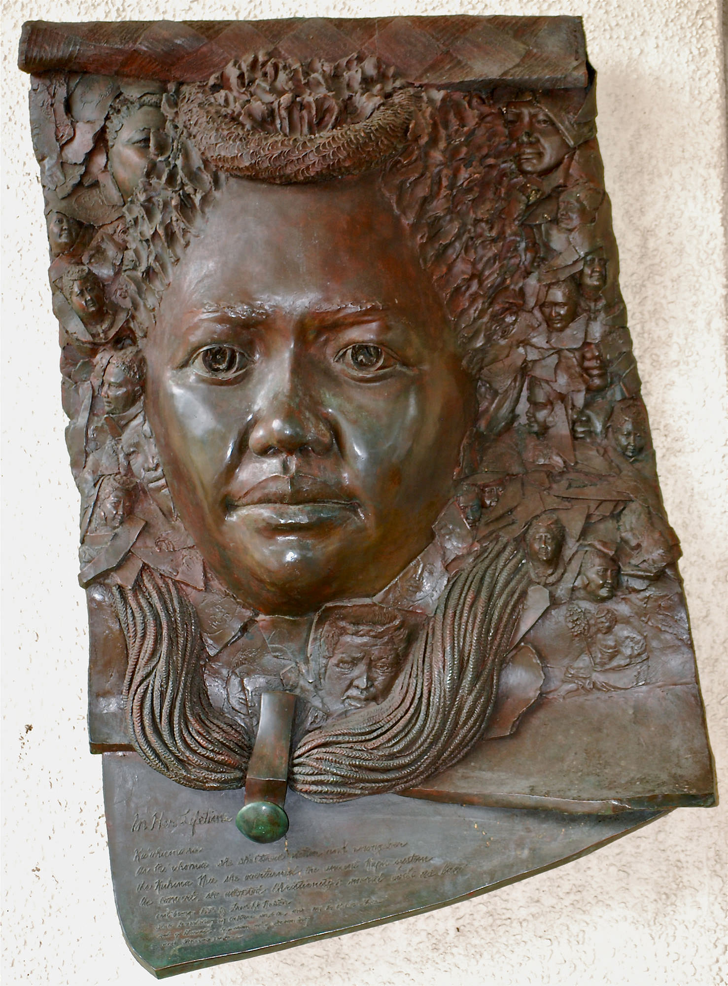 Fig. 5 Cast bronze relief wall sculpture of Queen Kaʻahumanu at main entry of Hawaiʻi First Circuit Courthouse, In Her Lifetime, 1993, Fred Roster, sculptor, July 2014. Photo: ©Sally Promey