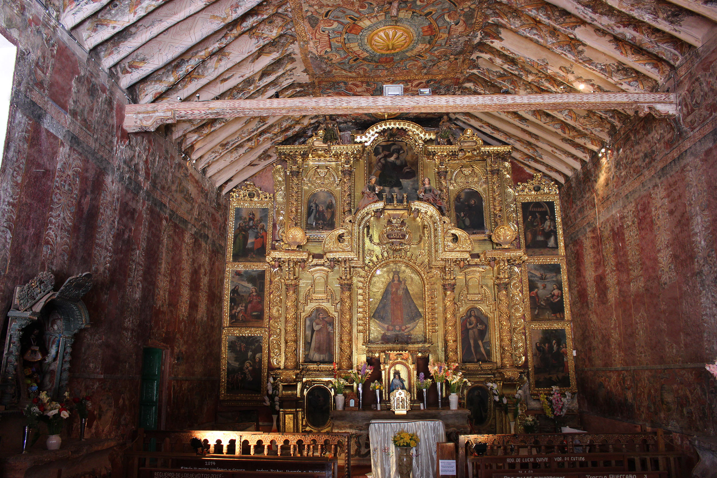Fig. 11 Interior of the Capilla de Nuestra Señora de la Candelaria de Canincunca decorated with painted damasks, late 17th or early 18th century, Quispicanchi Province. Photo by author.