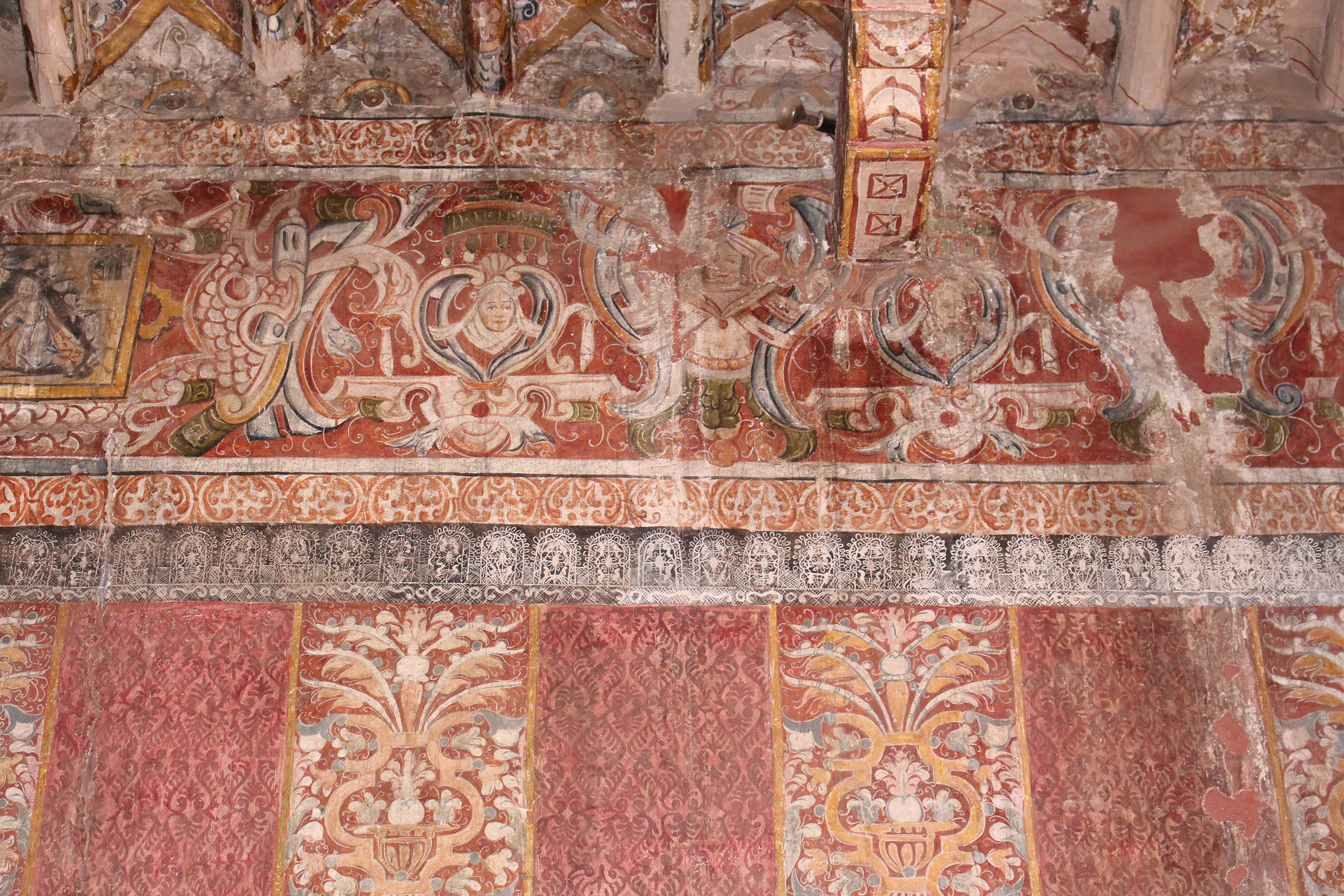 Fig. 14 Detail, textile murals at Capilla de Nuestra Señora de la Candelaria de Canincunca decorated with painted damasks, late 17th or early 18th century, Quispicanchi Province. Note the delicate depiction of a lace border above the trompe l'oeil damask hangings. Photo by author.