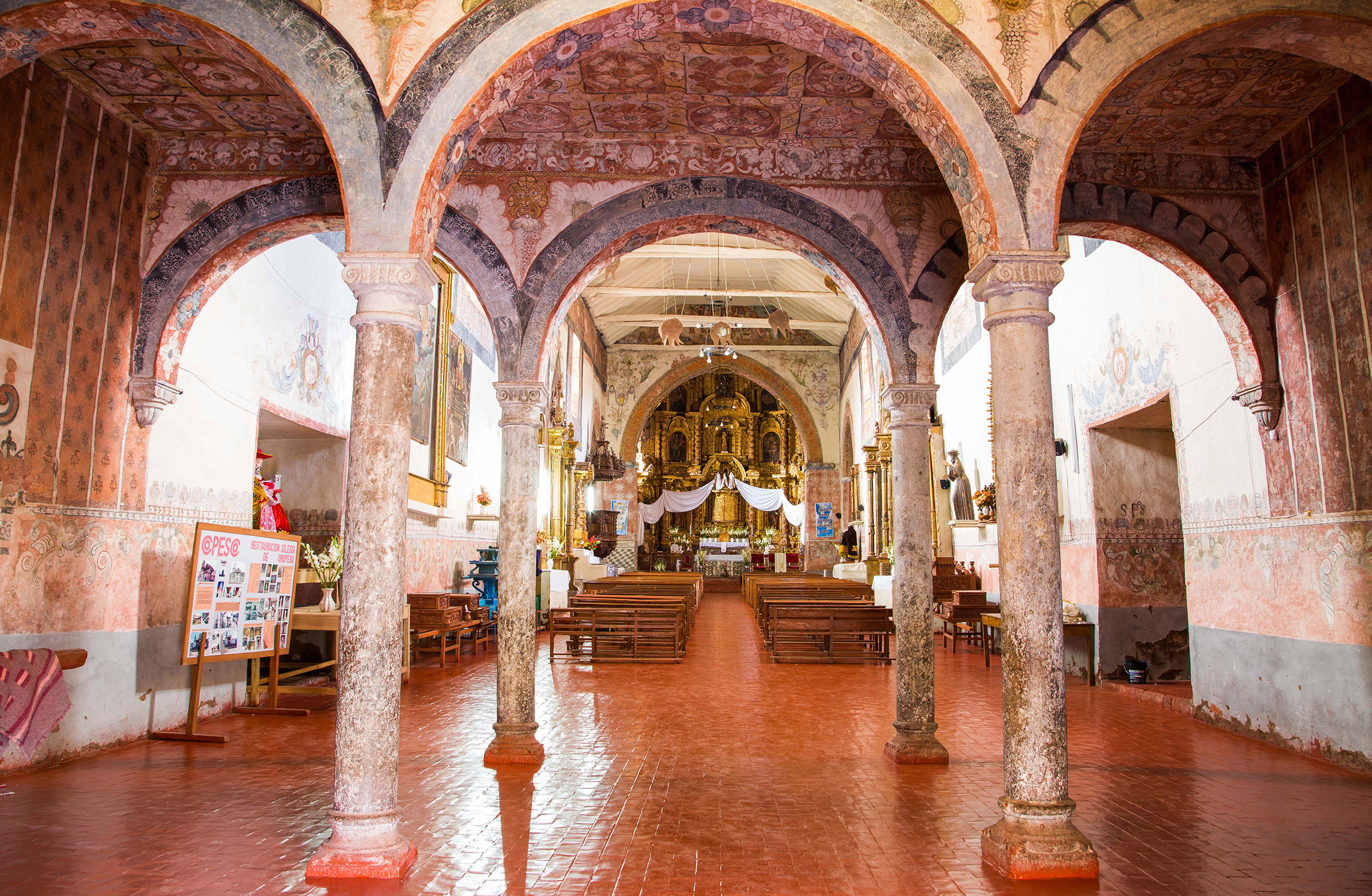 Fig. 15 Interior view of the Church of Oropesa, murals from late 17th century, Quispicanchi Province. Photo by Raúl Montero Quispe.