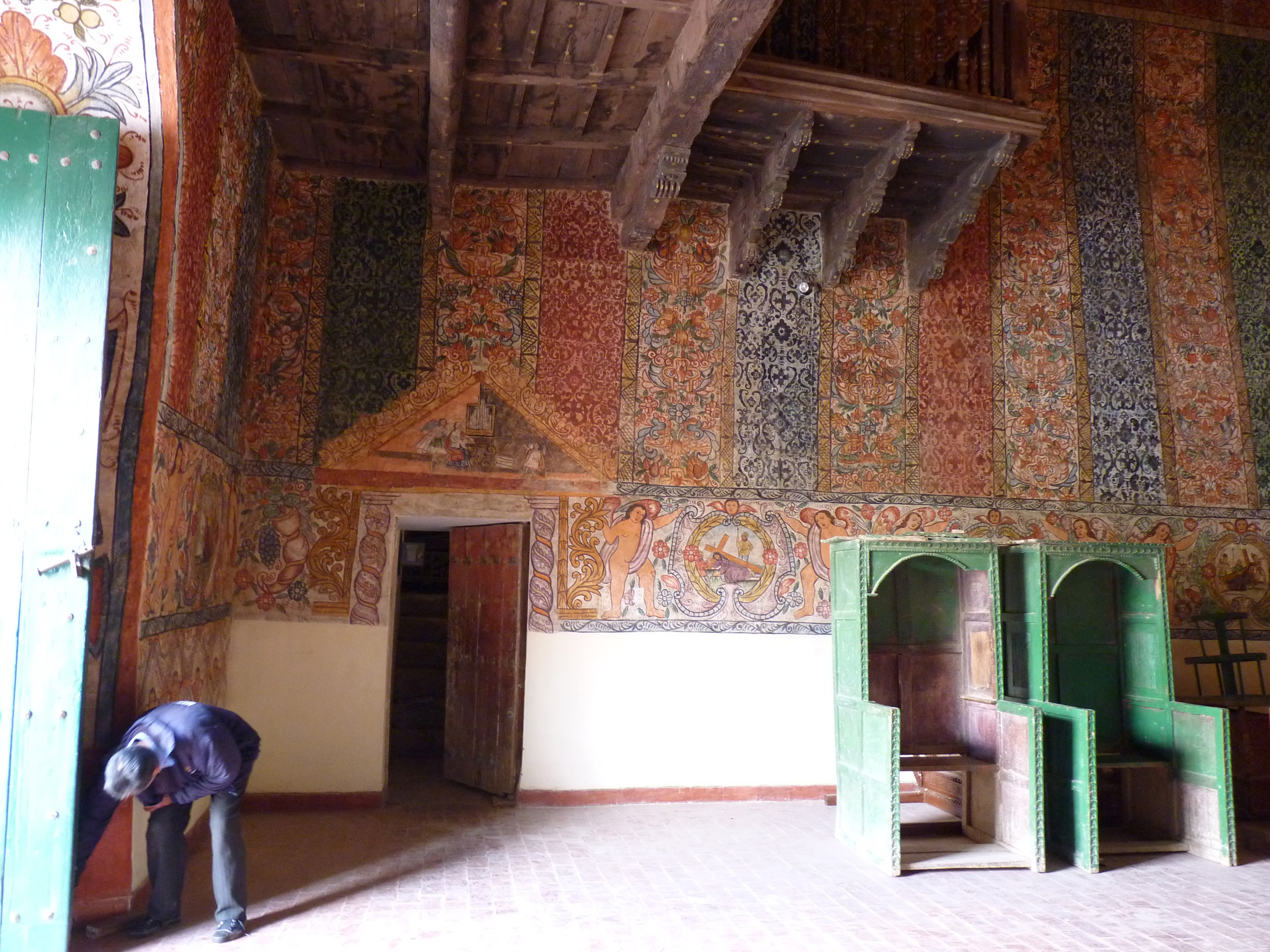 Fig. 18 View of textile murals, Church of Ocongate, Quispicanchi Province, late 18th century. Photo by author.