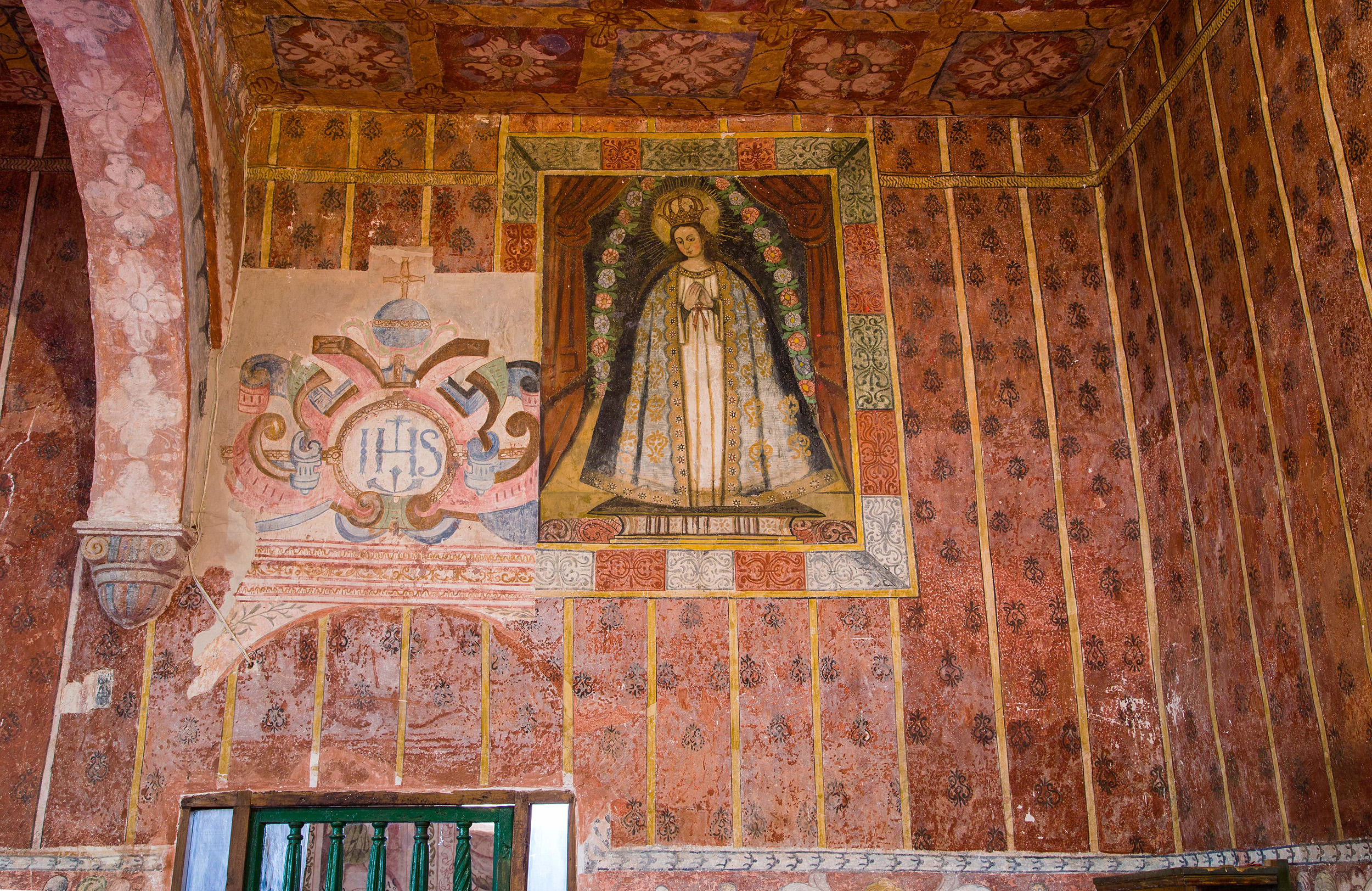 Fig. 23 Detail, textile murals with earlier phase of mural decoration revealed by restorers. The shift in design reflects changing tastes and a growing interest in textile murals by the late 17th century. Even the painting of the Virgin features a red curtain encased by a trompe l'oeil frame made to look as if it were wrapped in fine cloth. Church of Oropesa, Quispicanchi Province. Photo by Raúl Montero Quispe.