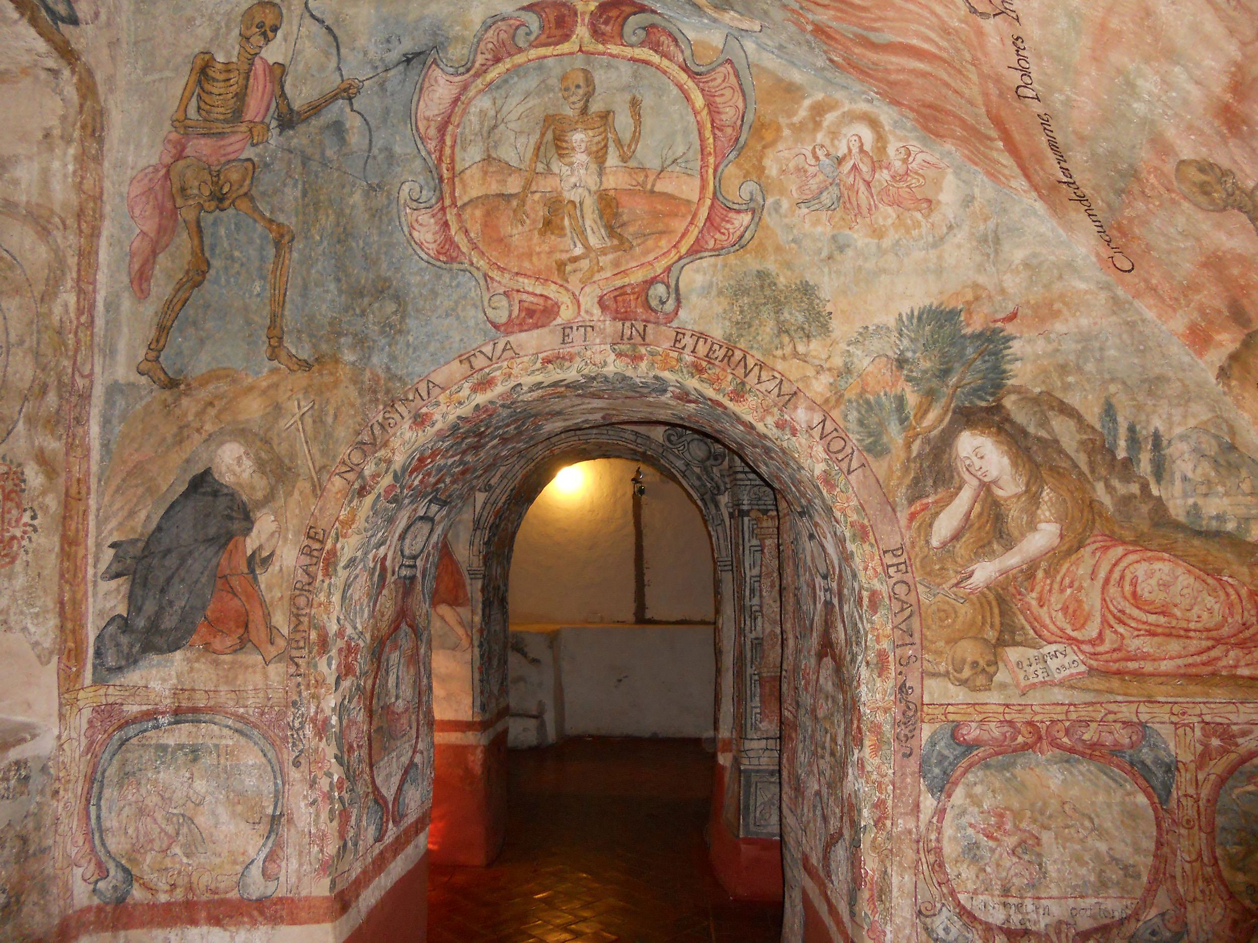 Fig. 25 Mural painting from the Celda Salamanca of the Convento de la Merced (Cuzco), 18th century. Much of the iconography, and particularly the image above with Death housing a human soul in its ribs, derives from one of the emblems included in Diego Suárez de Figueroa's El camino del cielo, published in Madrid in 1738.