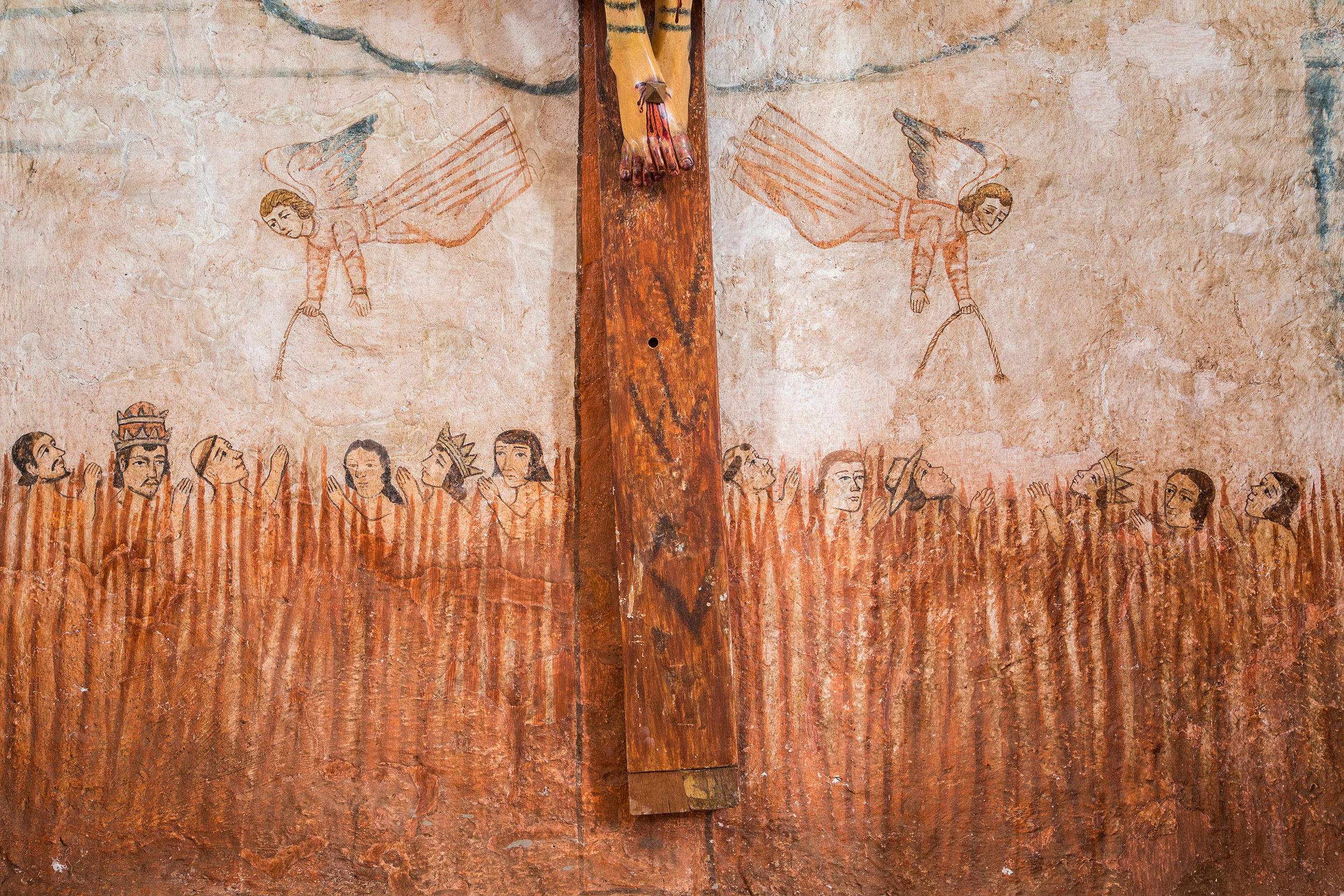 Fig. 32 Detail, painted niche with crucifix, late 18th or early 19th century. Church of Sangarará, Acomayo Province. Photo by Raúl Montero Quispe. Note the similarities in the depiction of indigenous Andeans with the examples from Huarocondo and Oropesa.