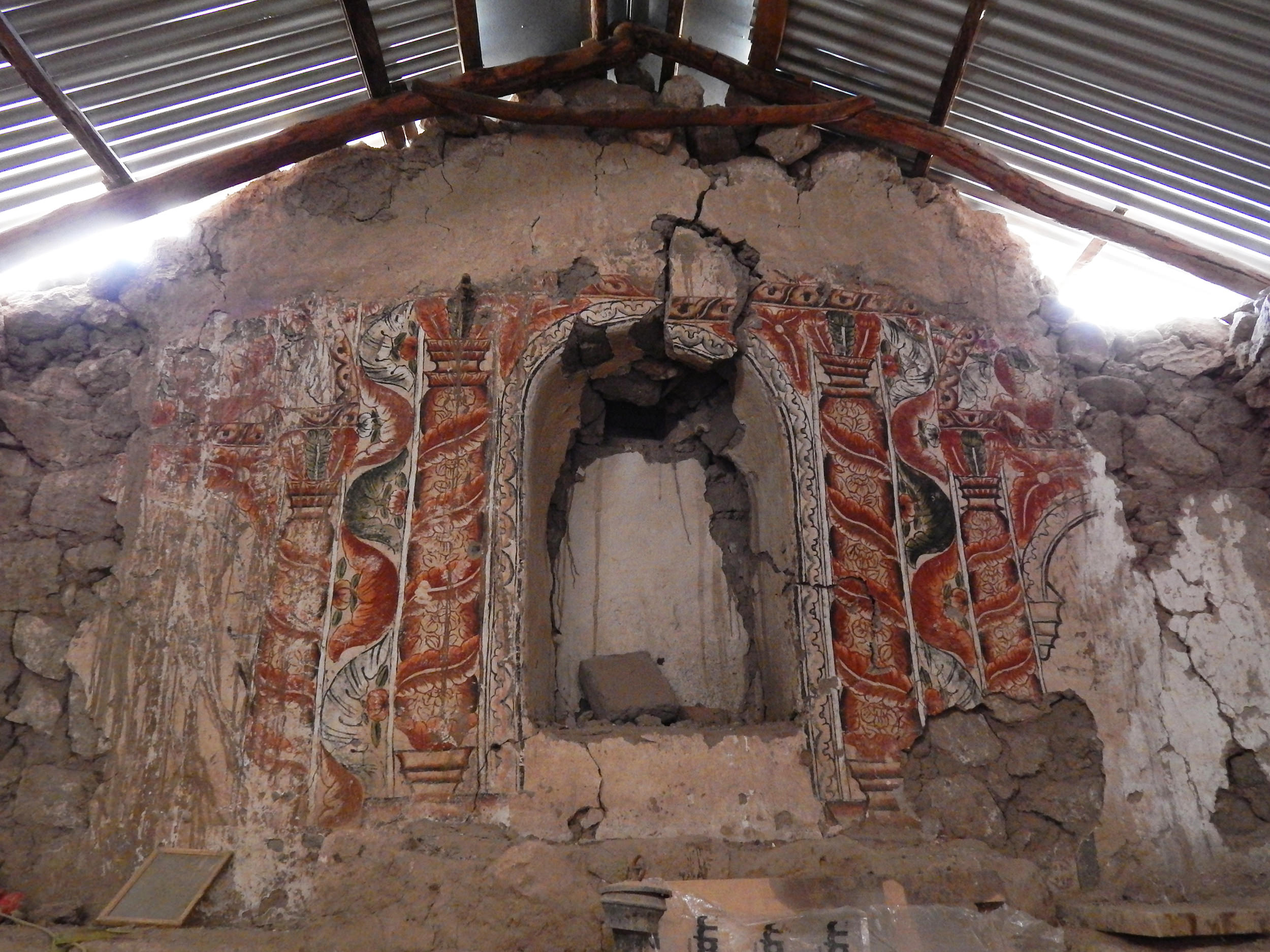 Fig. 37 Painted retablo, 18th century, Church of Sotoca, Arica and Parinacota Region (Chile). Photo by author. Note the similar decorations and color scheme with the example from Pitumarca.