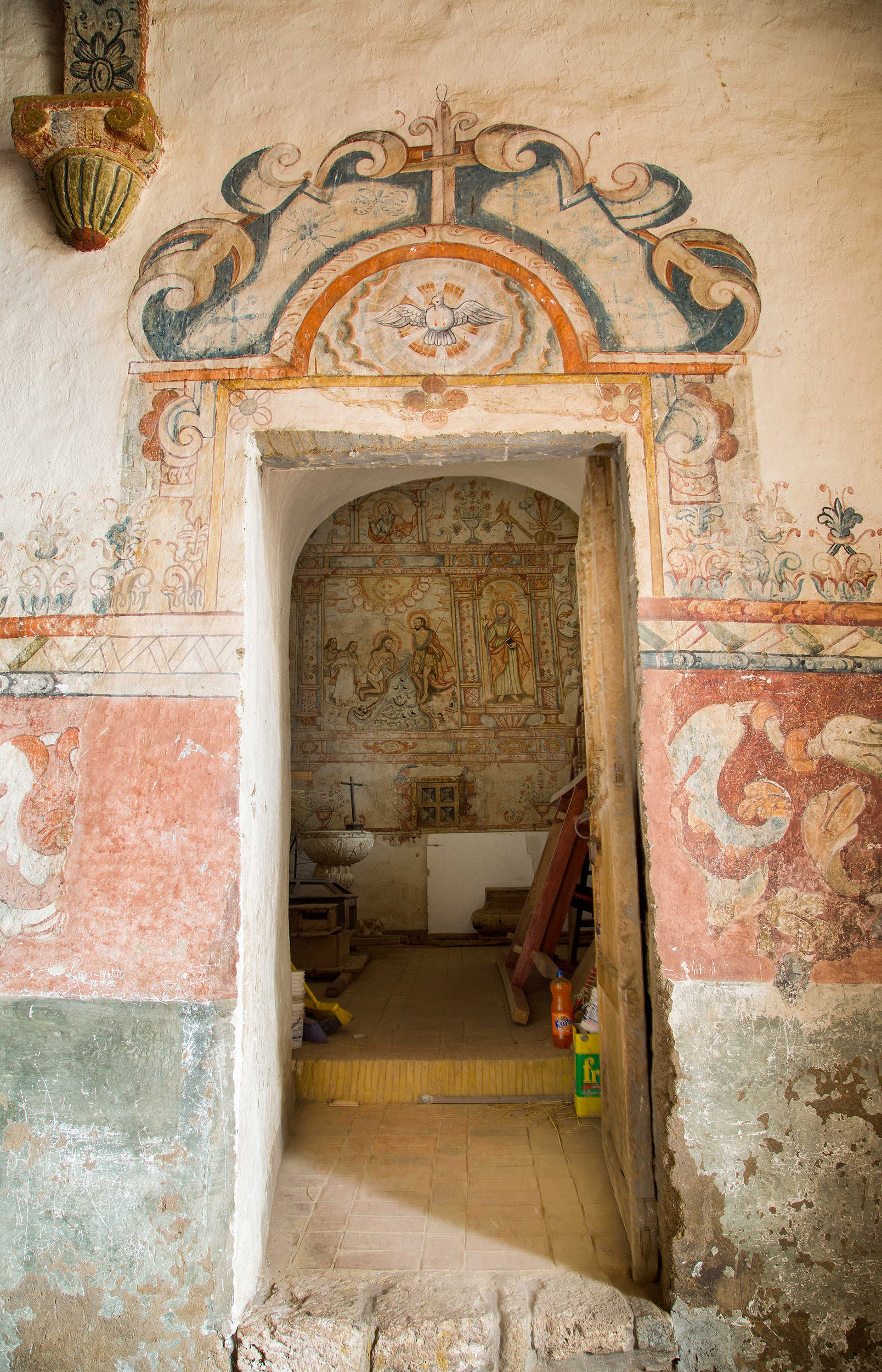 Fig. 44 Doorway leading to Baptistery, Church of Pitumarca, Canchis Province, late 18th century. Photo by Raúl Montero Quispe.