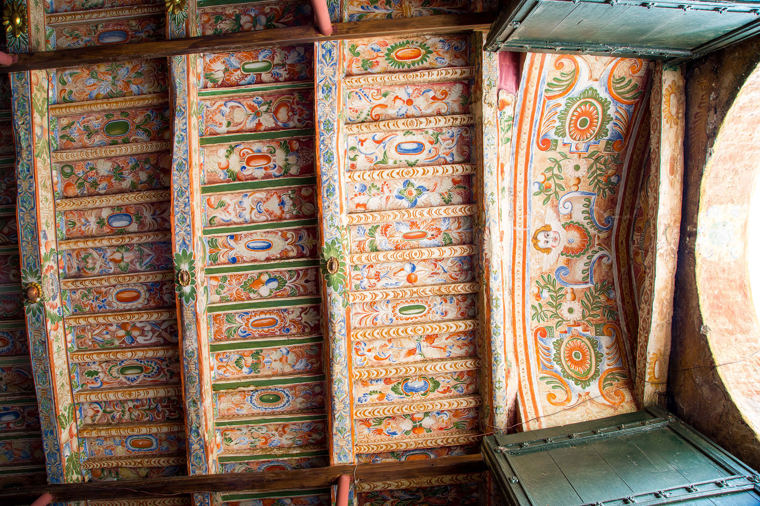 Fig. 9 Painted ceiling below the choir loft with floral and vegetal designs, Church of Checacupe, Canchis Province, 17th century. Photo by Raúl Montero Quispe.