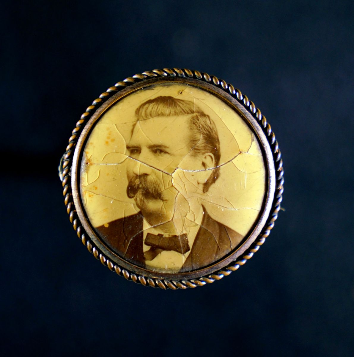 Fig. 5 Lapel button with clasp, Unidentified man, wreathed metal and celluloid, ca. 1900. Author's collection. Digitized by John D. Northrip.