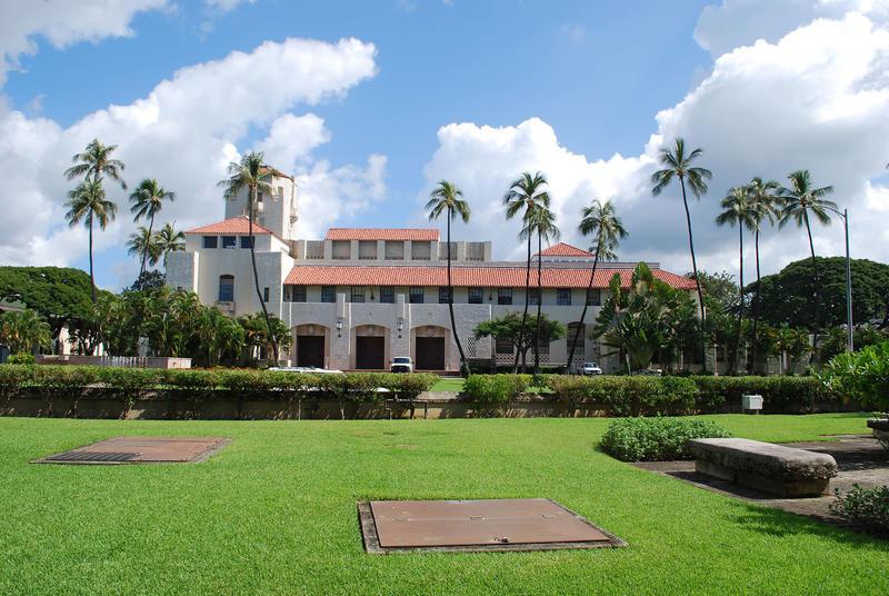 Fig. 14 Honolulu City Hall, Oʻahu, looking across South King Street from Kawaiahaʻo Churchyard, February 2014. Photo: ©Sally Promey
